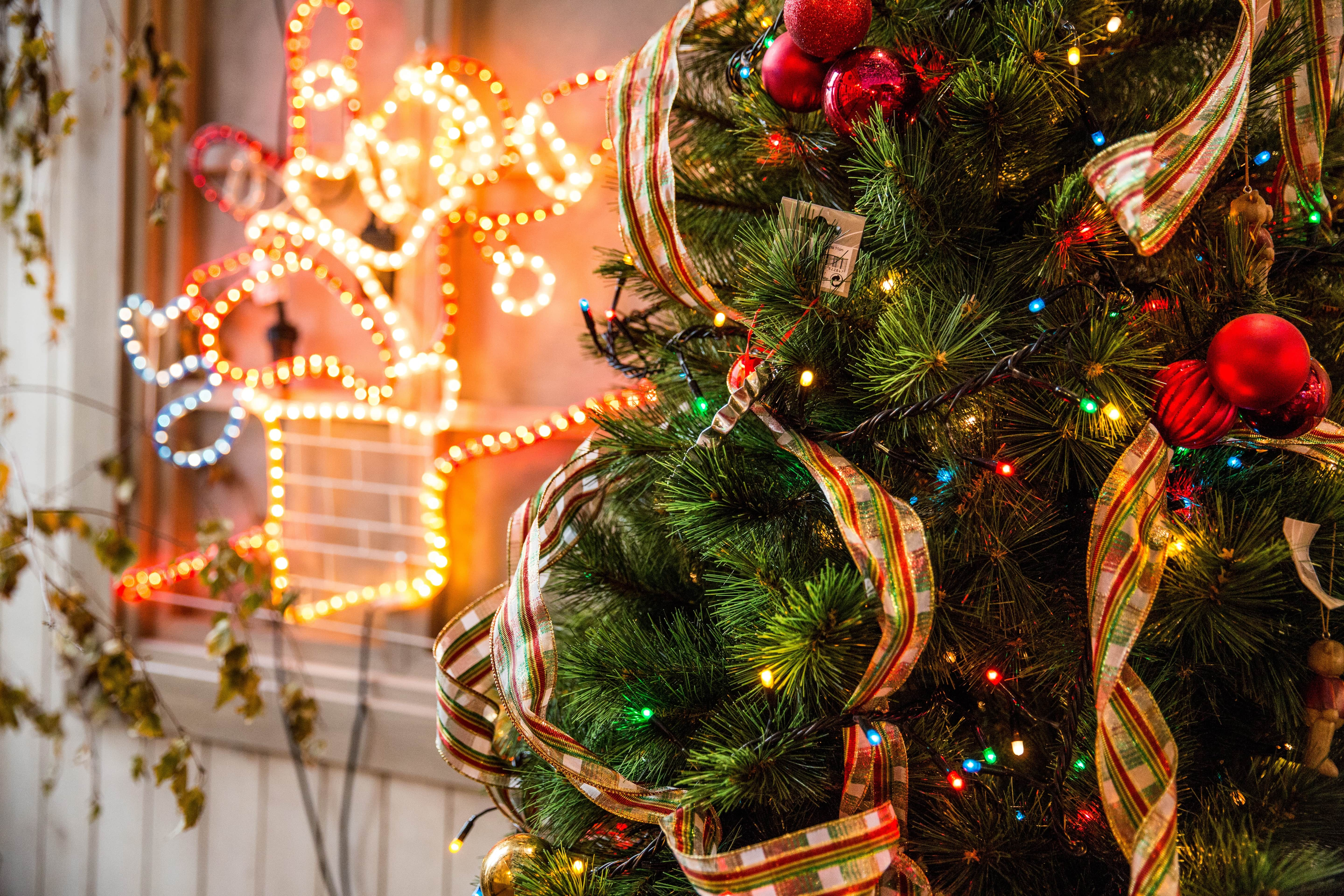 What to do and what not to do when it comes to selling your home during the holidays
